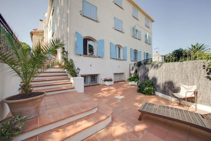 holiday apartment rental cap d'antibes French villa management