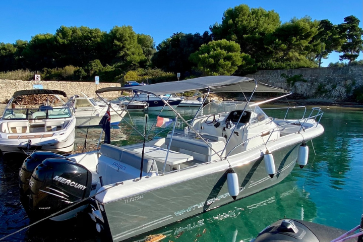 8 person Dodici boat charter Antibes south of france